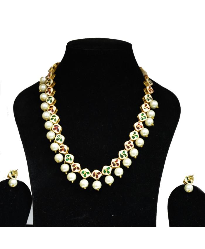 Kanishk Jewellery: Charming Kanishk Square Shape Kundan Necklace Set With
