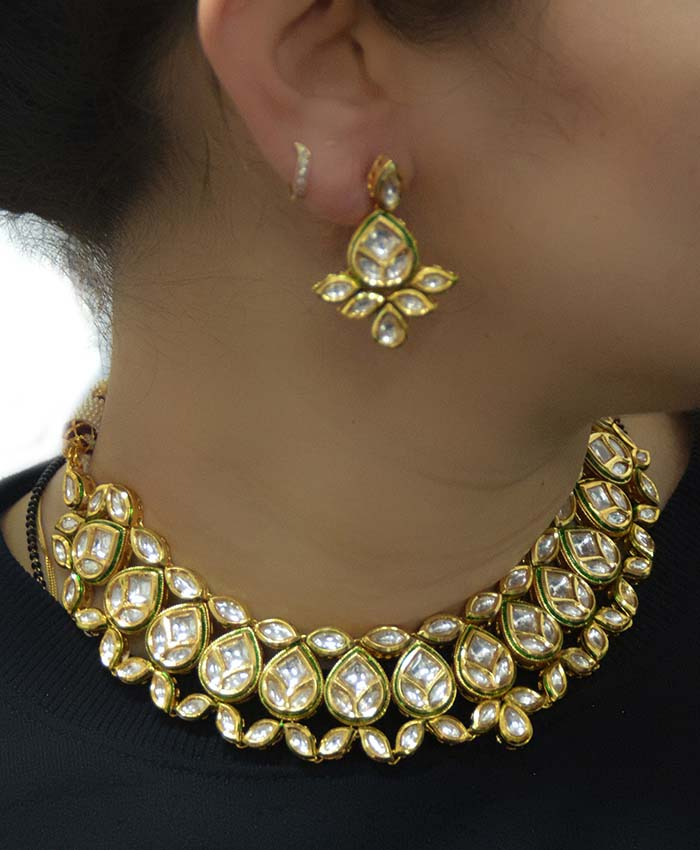 Charming Advika Kundan Necklace